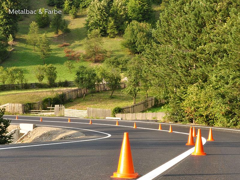 segnaletica stradale orizzontale; segnali stradali; cartelli stradali; cartelli segnalatori; sicurezza stradale; piste ciclabili; 2 componenti per applicazione a freddo; striscia liscia ad alto spessore; vernice per parcheggio