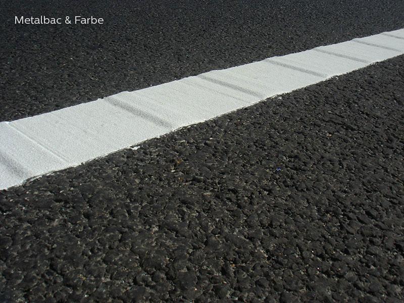 segnaletica stradale orizzontale; segnali stradali; cartelli stradali; cartelli segnalatori; sicurezza stradale; piste ciclabili; passaggio pedonale; barrette sonore; striscia liscia con barrette; profilo variabile; bicomponente a freddo