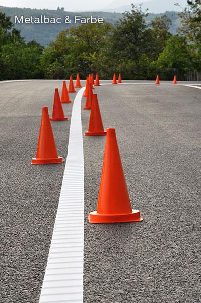 segnaletica stradale orizzontale; segnali stradali; cartelli stradali; cartelli segnalatori; sicurezza stradale; piste ciclabili; passaggio pedonale; barrette sonore; striscia liscia con barrette; solo barrette; traffico stradale