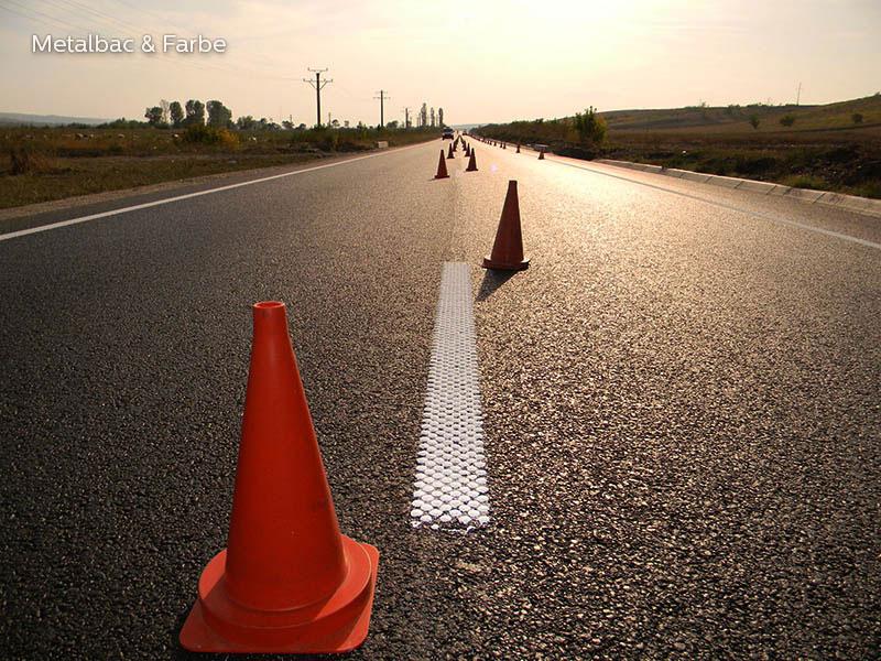 segnaletica stradale orizzontale; segnali stradali; cartelli stradali; cartelli segnalatori; sicurezza stradale; piste ciclabili; passaggio pedonale; barrette sonore; striscia liscia con barrette; bicomponente a freddo; solo barrette