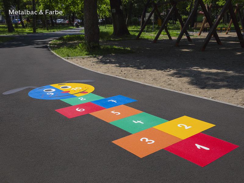 giochi per bambini da esterno; giochi di dinosauri; giochi di animali; giochi matematici all'aperto; parco giochi; giochi di draghi; segnali stradali; segnaletica stradale orizzontale termoplastico; piste ciclabili; logo; cartelli segnalatori