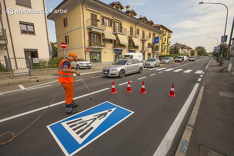panneaux de signalisation; peinture pour marquage au sol; marquage routier horizontal thermocollant; signalisation routière horizontale; thermocollé préfabriqué; thermoplastique préfabriqué; signalétique au sol; limitation de vitesse; cédez-le-passage