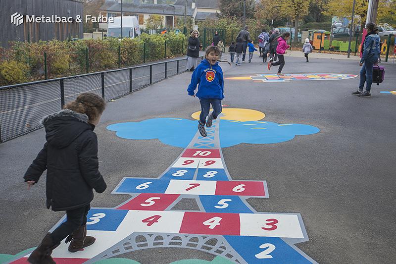 Gry edukacyjne dla dzieci; gry dla dzieci; podwórkowe gry matematyczne; podwórkowe gry logiczne; plac zabaw dla dzieci; podwórkowe gry ruchowe; podwórkowe gry planszowe; gry asfaltowe; podwórkowa gra ślimak; gra podwórkowa w szachy