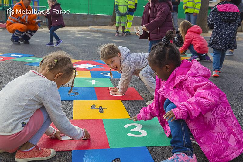 Gry edukacyjne dla dzieci; gry dla dzieci; podwórkowe gry matematyczne; podwórkowe gry logiczne; plac zabaw dla dzieci; podwórkowe gry ruchowe; podwórkowe gry planszowe; gry asfaltowe; gra podwórkowa smok; podwórkowa gra ślimak; gra w klasy