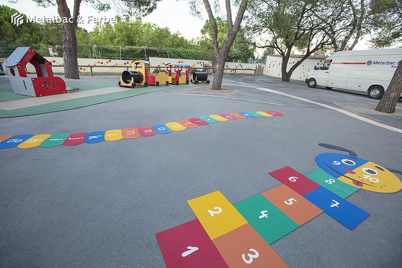 Gry edukacyjne dla dzieci; gry dla dzieci; podwórkowe gry matematyczne; podwórkowe gry logiczne; plac zabaw dla dzieci; podwórkowe gry ruchowe; podwórkowe gry planszowe; gry asfaltowe; podwórkowa gra alfabet; podwórkowe gry integracyjne