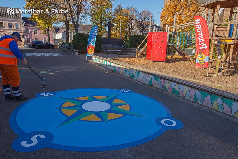 Gry edukacyjne dla dzieci; gry dla dzieci; podwórkowe gry matematyczne; podwórkowe gry logiczne; plac zabaw dla dzieci; podwórkowe gry ruchowe; podwórkowe gry planszowe; gry asfaltowe; logo firmy; gry chodnikowe; gra w klasy; mapa; gra wąż