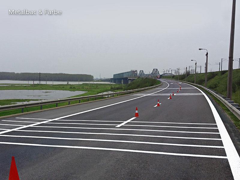 la signalisation routière horizontale; signalétique au sol; marquage au sol; marquage routier horizontal; enduit à froid; peinture bi composant; enduit projeté extérieur; bicomposant; trafic routier; passage piéton; piste cyclable; place de parking