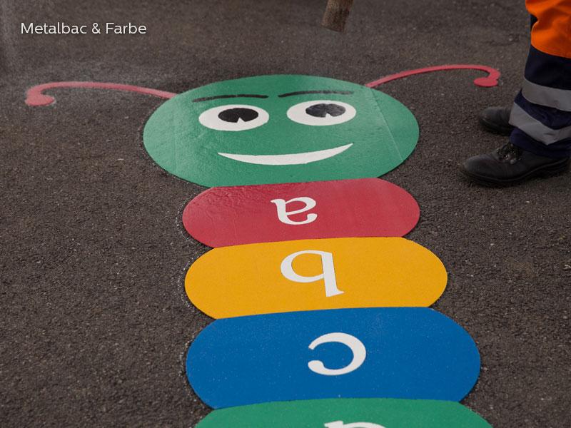 giochi per bambini da esterno; giochi di dinosauri; giochi di animali; giochi matematici all'aperto; parco giochi; giochi di draghi; segnali stradali; cartelli stradali; vernice spartitraffico; vernice stradale; giochi educativi