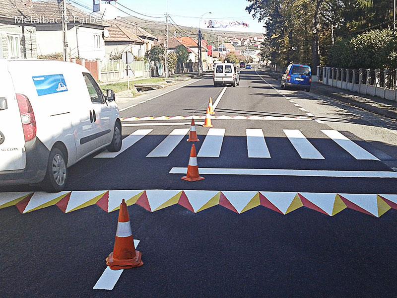 segnali stradali; cartelli stradali; segnaletica stradale orizzontale termoplastica; cartelli segnalatori; vernice spartitraffico; sicurezza stradale; piste ciclabili; giochi matematici all'aperto; simboli stradali; limiti di velocità